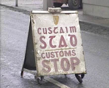 Irish customs post sign on Newry-Dundalk road. Source: UTV News footage, 14 February 1984.